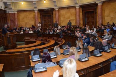 МИОДРАГ ЛИНТА ПРИМИО ОКО 100 СТУДЕНАТА ИЗ РЕПУБЛИКЕ СРПСКЕ У СКУПШТИНИ СРБИЈЕ