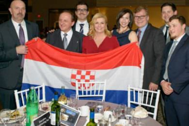 Линта: Преиспитати односе са Хрватском због шокантне одлуке Грабар Китаровић да се слика са усташком заставом