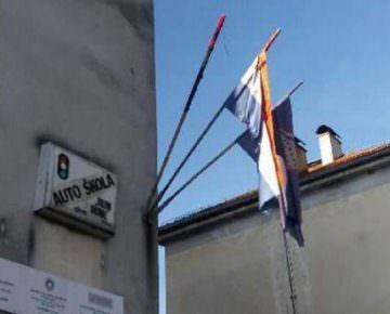 f-zapaljena-srpska-zastava