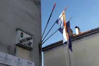 Линта: Паљење српске заставе у Глини – позив на линч преосталих Срба