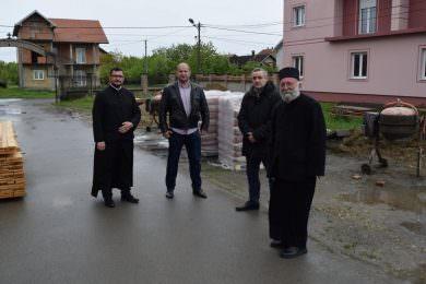 Савез Срба из региона по други пут донирао четири тоне цемента за изградњу вртића у Бусијама
