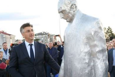 Линта: Срамна одлука хрватског премијера Пленковића да открије споменик Туђману