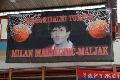 """Други меморијални турнир """"Милан Маљковић Маљак"""" одржан у највећем Личком граду Aпатину"""