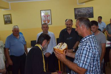 У Мјесној зaједници Нови Сланкамен (општина Инђија) сечен славски колач уочи сеоске и храмовне славе Преображење