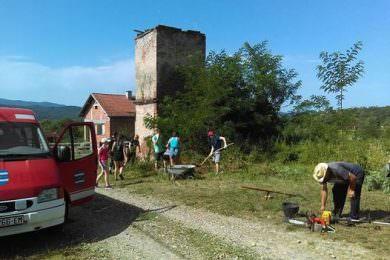 Радна акција у српском повратничком селу Бранешци, код Пакраца