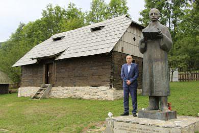 Линта обишао споменик и родну кућу великана Петра Кочића у Стричићима код Бања Луке
