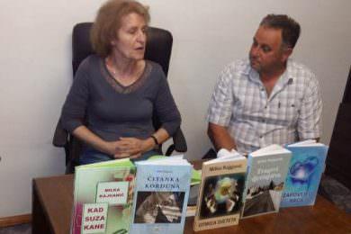 """У Глини промовисана шеста књига кордунашке књижевнице Милке Кајганић """"Кад суза кане"""""""
