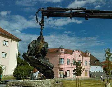 """Централни антифашистички споменик """"Рањеном борцу"""""""
