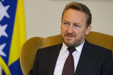 Линта: Бакир Изетбеговић наставља да води великобошњачку политику чији је циљ стварање унитарне БиХ