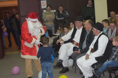 """У организацији Завичајног удружења """"Банија"""" у Суботици организована је подјела  божићних"""