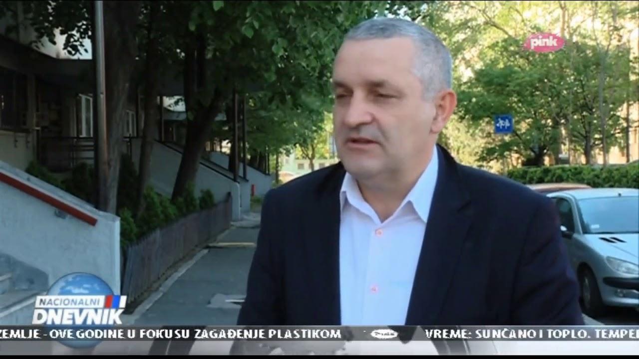 Миодраг Линта говори о усташкој застави током комеморације у Јасеновцу