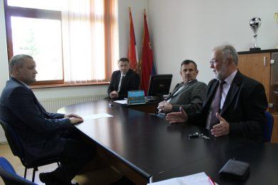 Душко Радун, начелник, и Драган Прпа, предсједник Општинског вијећа, разговарали са Миодрагом Линтом о активностима општине Босанско Грахово
