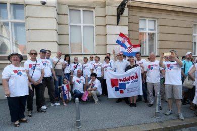 Линта: Прикупљених 450.000 потписа да се на референдуму посланицима Срба у Хрватском сабору укину права још један доказ усташизације хрватског друштва