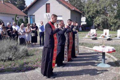 """Парастос на српском војничком гробљу """"Алеја"""" у Вуковару"""