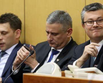 F  - Oreskovic, Karamarko i Petrov