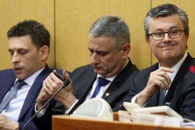Линта: Провокативне изјаве Орешковића, Карамарка и Петрова поводом предстојеће пресуде Војиславу Шешељу