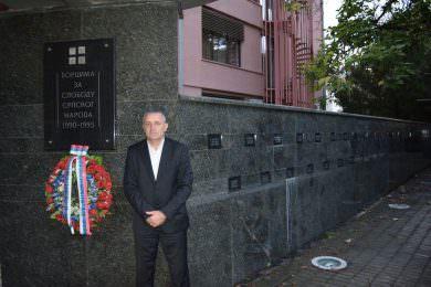Линта одао почаст погинулим српским борцима у Приједору