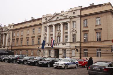 Линта: Неприхватљива одлука троје српских посланика у Хрватском сабору да буду уздржани током гласања о Закону о бранитељима