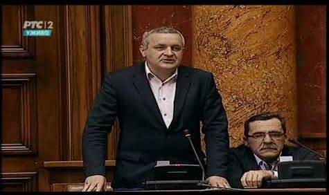 Линта у Скупштини Србије још једном говорио о проблему 530 избјегличких и осталих породица