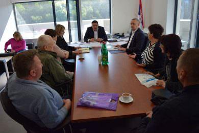 Одржан састанак код директора ЈУП-а због дугог кашњења у испоруци грађевинског материјала за 302 избјегличке породице у Београду