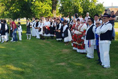 Oдржано традиционално вече српског фоклора у Малом Градцу недалеко од Глине