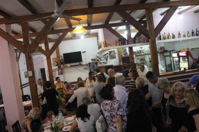 Прво дружење, пет села општине Грачац (Дерингај, Кијани, Омсица, Губавчево поље и Глогово) одржано је у ресторану Велебит у Земуну