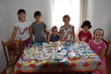 Савез Срба из региона уручио школски прибор за седмoро дјеце избјегличке породице Љиљак