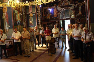 У храму Светог Ђорђа, у Београду, служен је парастос Стојану Јанковићу и њеовим прецима и потомцима