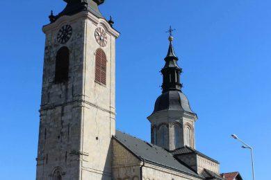 У Сремској Каменици, Литургијом и резањем колача, обиљежена слава Рођења Пресвете Богородице