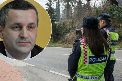 Аутомобил владе Србије заустављен у Хрватској, возач КАЖЊЕН