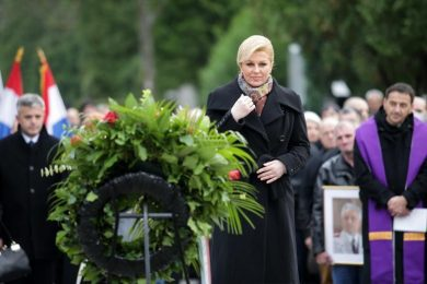 Линта: Колинда Грабар Китаровић није учинила ништа да се ексхумирају посмртни остаци Срба са познатих гробних мјеста