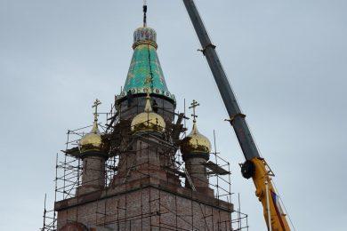 Постављање купола на цркву Благе Марије на Банстолу