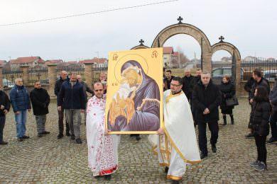 Храм Светих Кирила и Методија у Бусијама добио поклон – икону Пресвете Богородице