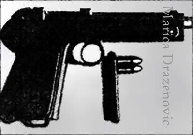 """Рачић је после атентата свој револвер предао Управнику града. """"Носим га од Брегалнице"""", рекао је предајући се закону. У шаржеру су остала два метка. Погрешно је извештавано о марки оружја, није у питању """"парабелум"""" него """"штајер"""", калибра 9 мм"""